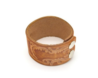 Vintage leather bracelet. Hand tooled. Tooled leather. Stamped leather. Vintage jewelry. Womens. Mens.