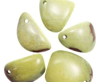 Tagua triangles, light green, 5 pieces, 20mm Tagua beads