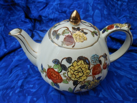 SALE 25% Off....SADLER VINTAGE Teapot - 2 Pint - English china tea pot - Gilded Floral Pattern - Wedding Gift - Imari style
