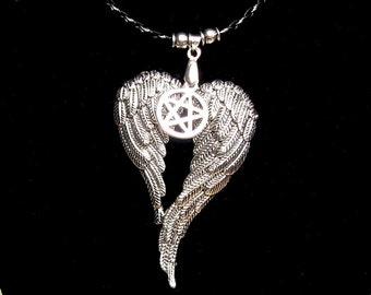 Supernatural wings pentagramm angel Castiel amulett
