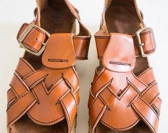 """Summer Sale Vintage 1970's """"Famolare"""" Sandels Sandels Size-8 1/2"""