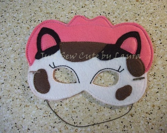 Callee Machine Embroidered Mask