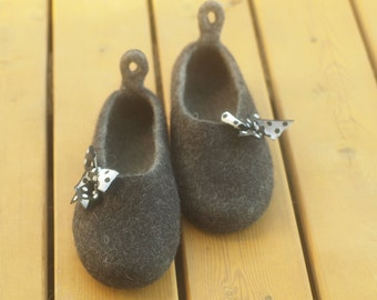 Felted woman slippers. Natural wool home shoes