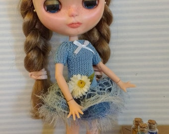 Blythe blue dress with ruffle and lint