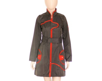 Waterproof Raincoat with detachable hood, zip, belt and pokets - Colour: striped gray - Red piping