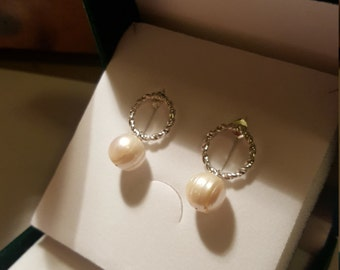 Silver earrings with Baroque Pearl of great beauty