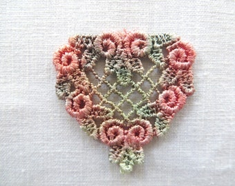 Heart Applique with Rosebud Edge Hand-dyed Venise Lace 6008D