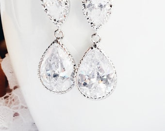 Dangle Earrings, Wedding Jewelry, Bridal Earrings, Bridesmaids Earrings, Swarovski Crystal Tear drop Earrings, Bridesmaid Gif, Gift For Hert
