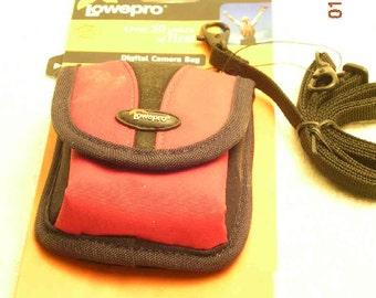 Lowepro Rezo 10 Digital camera bag -- RED -- NEW