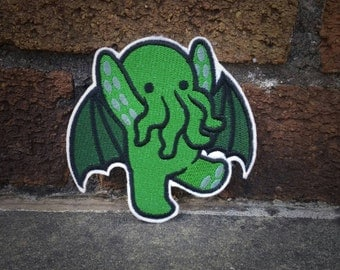 Sew-on patch - Cthulhu cute rampaging monster embroidery - 10 cm / 4 in