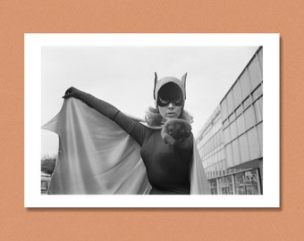 BATGIRL - Yvonne Craig - UK, 1967 - BATMAN - Giclée/Photo print