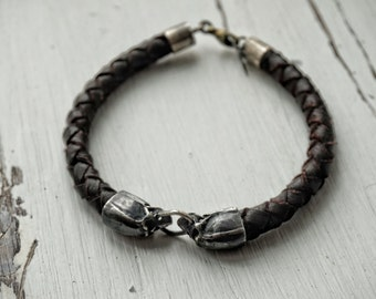 Leather bracelet with skulls made of silver