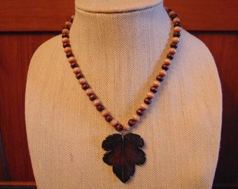 Handmade bead necklace // Leaf Pendant