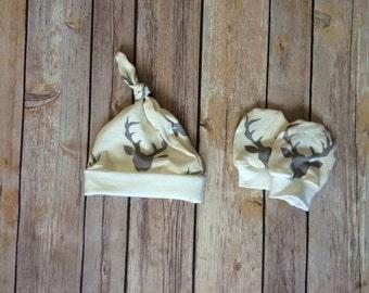 Deer baby knot hat, and no scratch mittens, newborn set - bucks head cream