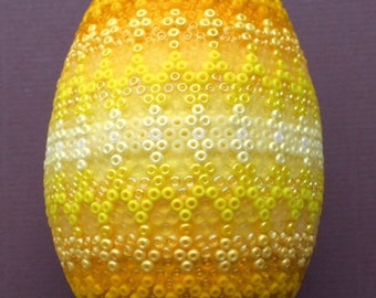 Variations in yellow duck egg with ca 5000 TOHO 11/0 and MIYUKI 11/0 seed beads