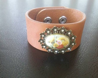 Handcrafted Unique Brown Leather Cuff Broach Bracelet
