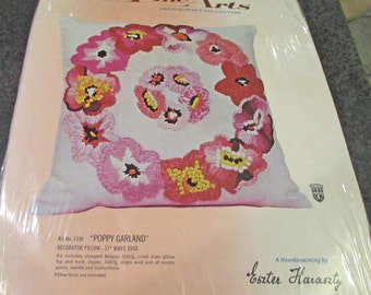 Bucilla 1539  Fine Arts Pillow Kit Poppy Garland Needlecraft Collection Decorator Pillow    Eszter Haraszty  Pink Belgian 100 % Crash Linen