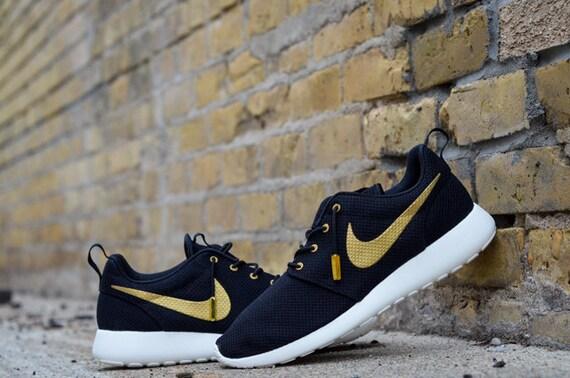 Nike Roshe Courir Blanc Et Or Ovo