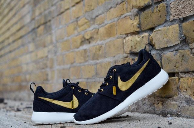 Nike Roshe Run Gold Glitter