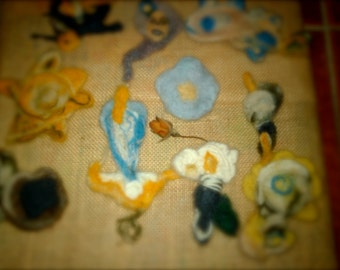Brooches and pins from wool afieltreada