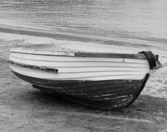 Black And White Boat On Beach Metal Sign (A5) Size no 405