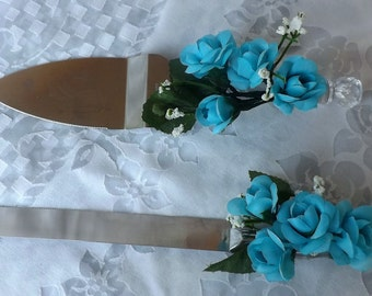 wedding cake serving set with turquoise roses