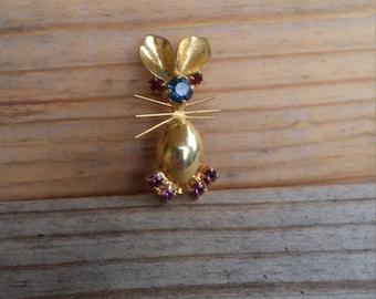 Rabbit pin bunny brooch vintage bunny rabbit pin DE263