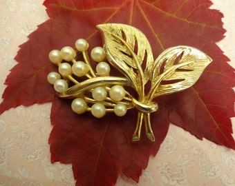 Vintage Gold and Pearl Brooch