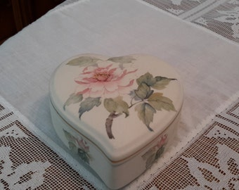 Porcelanas Ibis Aveiro Heart Shaped Bique trinket box with pink rose design, made in Portugal, jewelry box, dresser box, heart shaped box