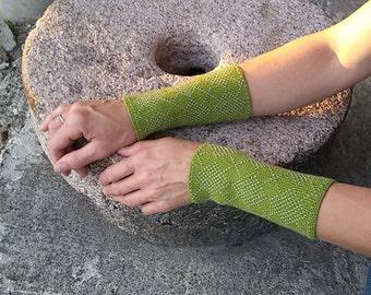 Wrist warmers - beaded - black - folk motives