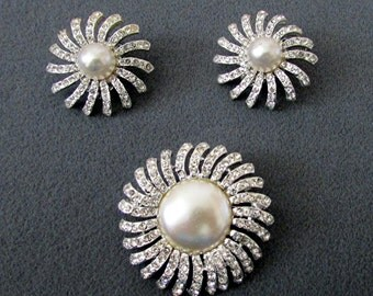 PEARL and RHINESTONE SET Earrings and Pin Brooch and matching Earrings Star Burst