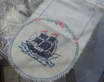 Vintage-LINEN-TABLE-RUNNER-w-Embroidered Ships Boats Nautical -39-5-x-12-5    Art Deco Nouveau