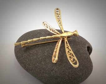 Graceful 14K Gold Dragonfly Pin