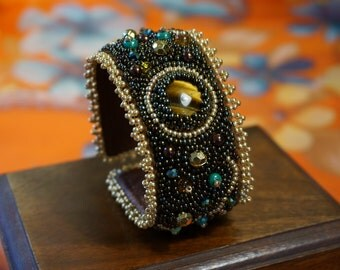 The bead embroidered cuff Paloma