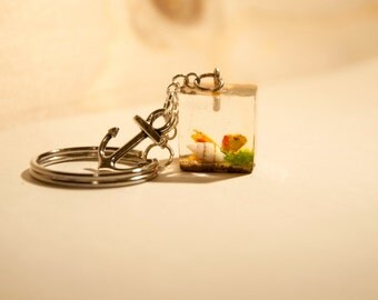 Resin Keyring handmade-cube with little fish and seabed