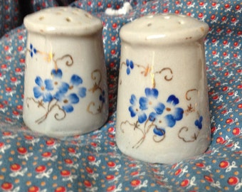 Vintage ceramic salt & pepper shakers