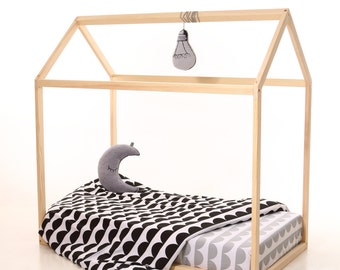 Twin size house bed , wood, bed home, toddler bed, home bed, nursery wood house, frame bed, floor bed ,Montessori nursery, wooden house
