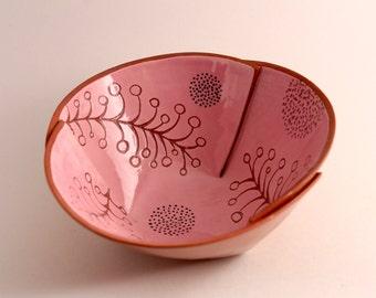 Pink and Terracotta, Vintage Design, Rice Bowl, Noodle Bowl, Soup Bowl, Pho Bowl, Sgraffito, Earthenware, Hand Carved, Wonky Shape.