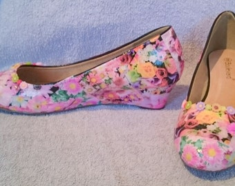 Low Wedge Flower Design Shoes