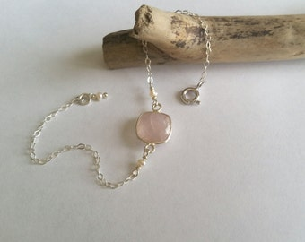 Pearl bracelet little stone - rose Quartz, freshwater pearls and Silver 925 - love, trust, peace.