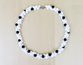 80s Black & White Beaded Necklace - Costume Jewelry - Plastic Beads - Bead Clusters - 80s Necklace - 17.5 inches