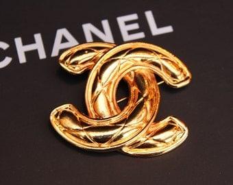 Chanel vintage brooch gold