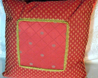 Decorative Pillow of The Emperor's Collection-Crown Pattern