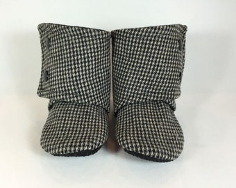 Baby/Toddler Boots. 0-3 months. 3-6 months. Stay on Boots. Black/Tan/Grey Houndstooth. Soft sole.