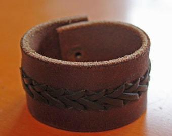 upcylced/recycled vintage briaded leather cuff in black and brown
