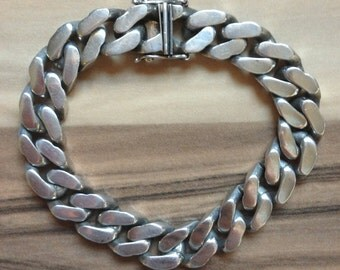 Classic Solid Silver Squared Curb Link Bracelet with safety catch weighing 73g