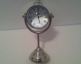 Desk clock, globe shaped, battery