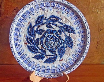 Round mosaic serving tray, white/blue