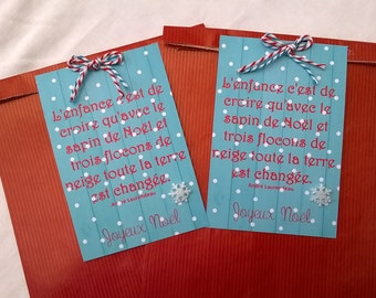 2 large red Christmas gift bags, label quote on blue wood, 25 x 16