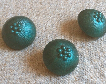 Decorative buttons, 3 Vintage Buttons, Green buttons, Plastic buttons, Stock Buttons, Old Buttons, Retro buttons, beautiful buttons